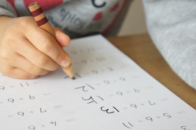 学校の授業についていけない子供に対してどんな教育をするのが正しい?